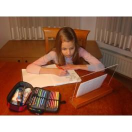 Leseno stojalo za lažje prepisovanje učne snovi